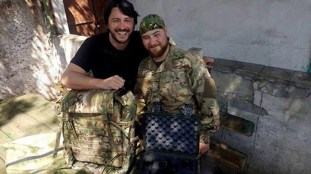 Сергей Притула с бойцом ВСУ