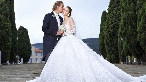Будущая наследница бренда Swarovski вышла замуж в платье с декором в полмиллиона кристаллов