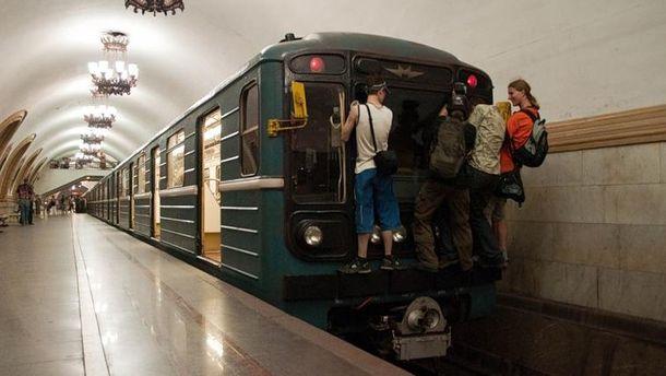 Прицеперы в метро (иллюстрация)