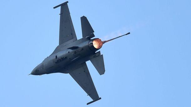 Винищувач F16