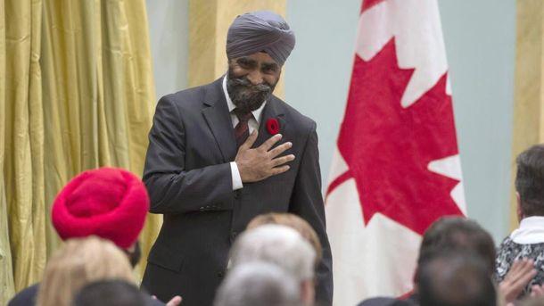 Руководитель Минобороны Канады приготовил борщ для украинской диаспоры