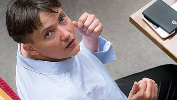 Спекотно: Савченко оголила плечі вРаді