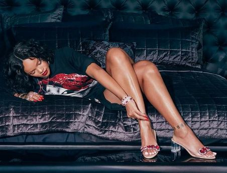 Ріанна рекламує свою нову колекцію взуття