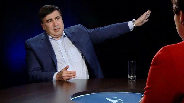 Саакашвили призвал Порошенко компенсировать стоимость испорченной футболки