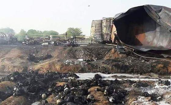 Число жертв в трагедии бензовоза вПакистане выросло до 140