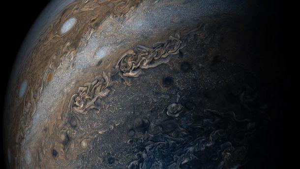 «Нить жемчуга» вкосмосе: NASA зафиксировало необычное явление наЮпитере
