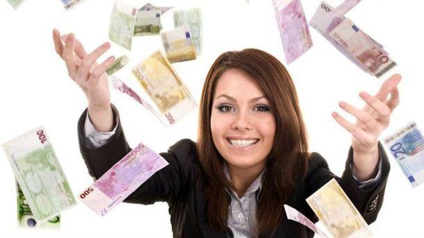 Женщина выиграла деньги в онлайн-игре