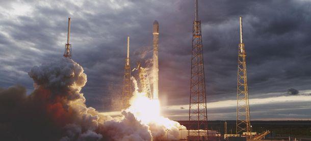 Ракету-носій Falcon 9 запустили здесятьма супутниками