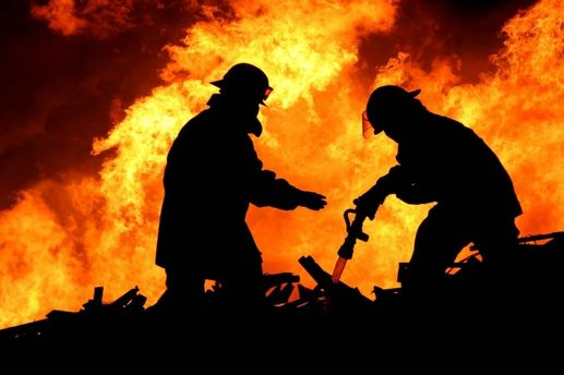Пожежі забрали життя 913 осіб