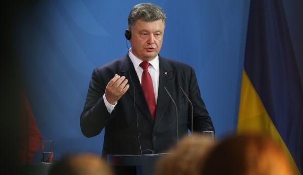 Порошенко увидел украинские флаги, «гордо развивающиеся» вКрыму