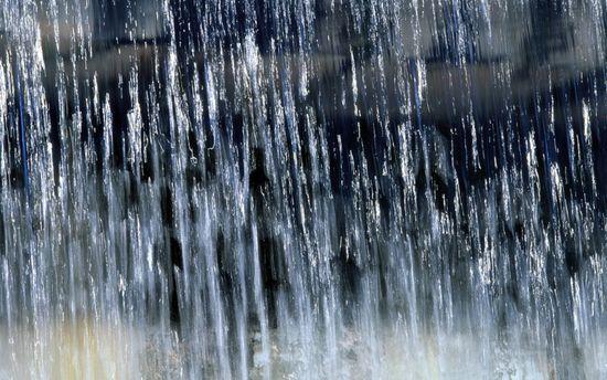 Сильна злива затопила частину Києва