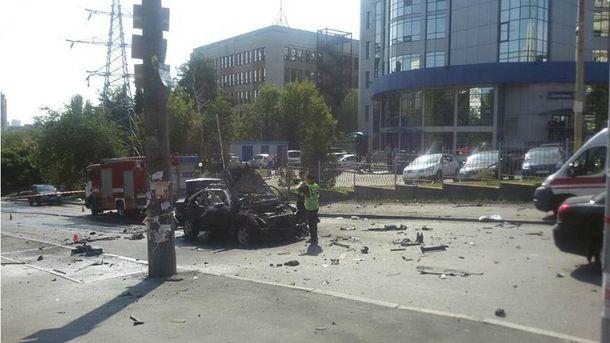 Место взрыва машины с разведчиком в Киеве