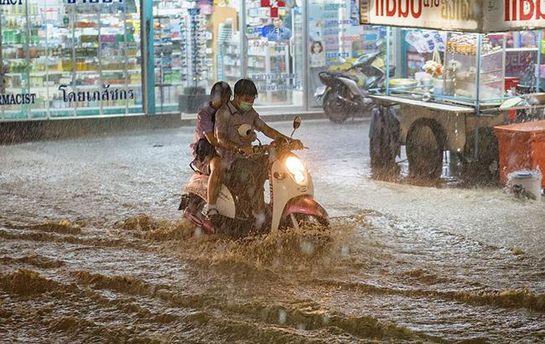 Как минимум 28 человек стали жертвами ливневых дождей в КНР