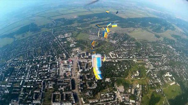 Над оккупированной Луганщиной сбросили патриотические листовки