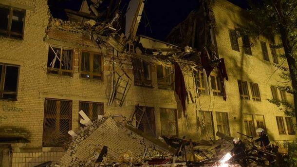 Будівля Донецького університету економіки та торгівлі після обвалення