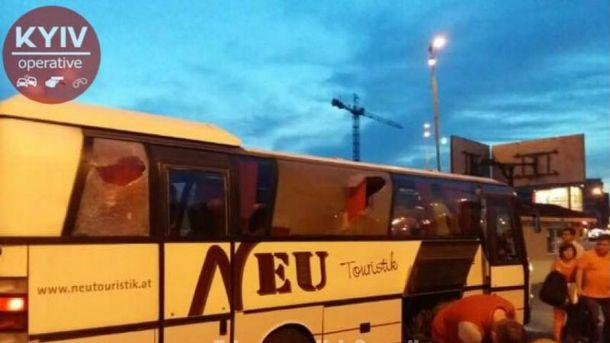 Неизвестные напали на автобус с пассажирами