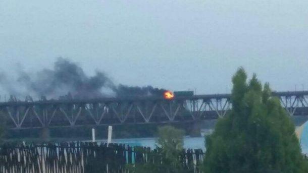 На Крюківському мосту загорілась фура