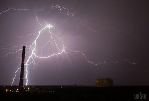 Как непогода в Украине натворила бед: пострадали 17 человек, 745 населенных пунктов обесточены