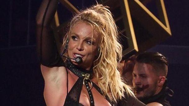 Бритни Спирс спела для своего охранника