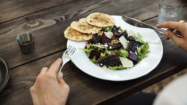Салат заправляйте оливковым маслом
