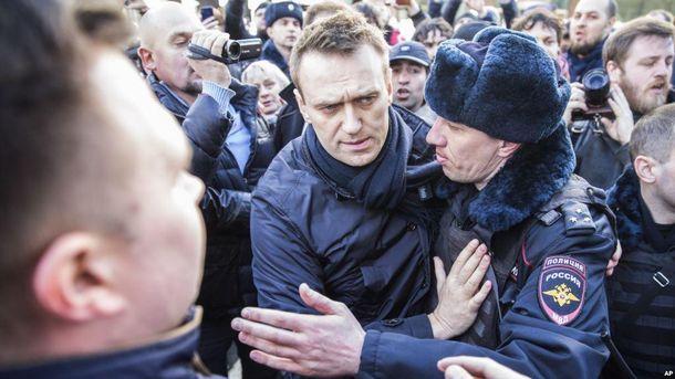 Полиция ворвалась в штаб Навального