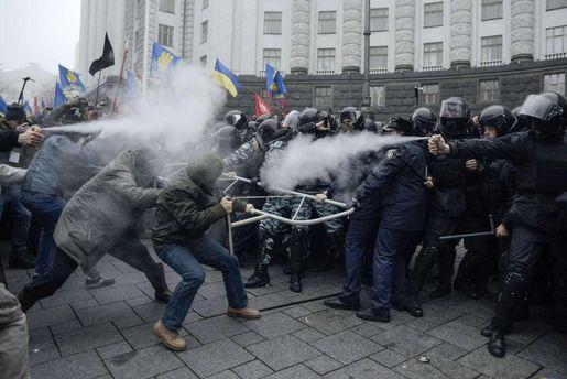 Учасників Майдану труїли невідомим газом