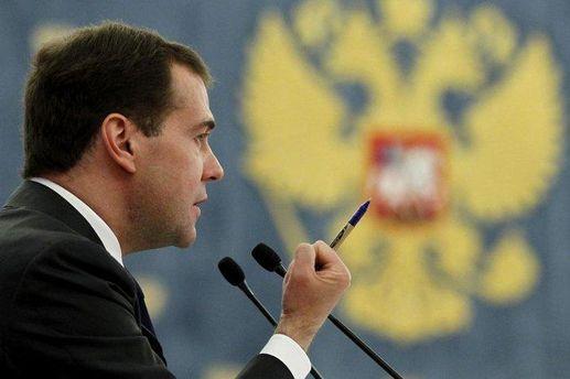 Медведев переживает, что депутаты воруют ручки в Доме правительства
