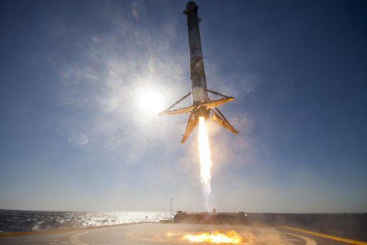 Зтретьої спроби SpaceX вдалося запустити Falcon 9