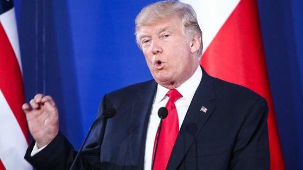 Дональд Трамп перебуває з візитом у Польщі