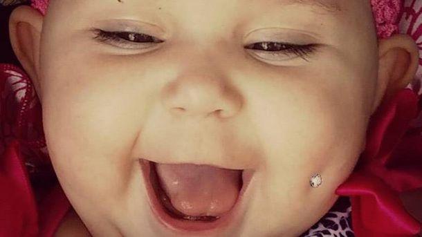 Женщина сделала пирсинг младенцу, чем привлекла значительное внимание среди пользователей соцсетей