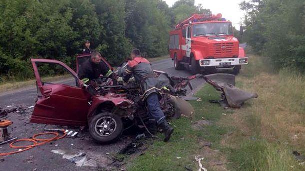 Унаслідок ДТП водій легковика загинув на місці