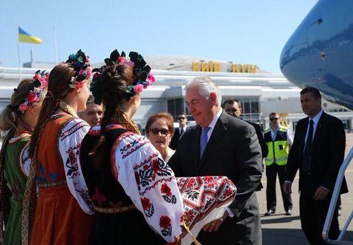 Зустріч Тіллерсона з Порошенком: держсекретарю США влаштували в Києві теплий прийом
