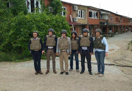 Народные избранники Европарламента прибыли вприфронтовую зону вДонбассе