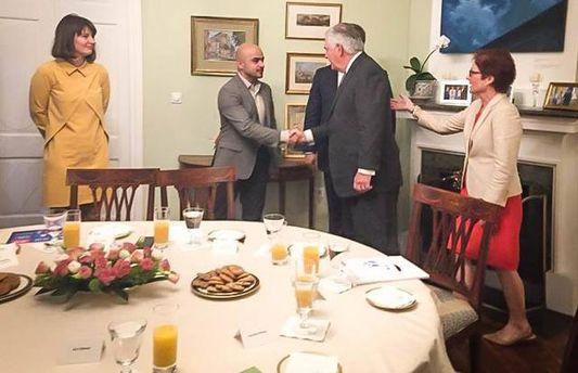 Тиллерсон в Киеве встретился с представителями украинских реформаторов