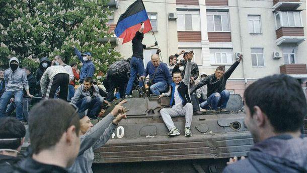 Гражданское население Донбасса приветствует террористов