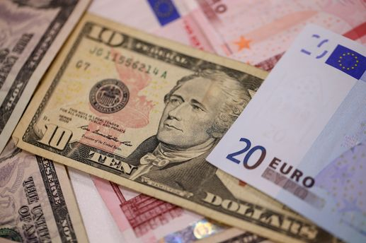 Доллар подорожал практически до61 рубля