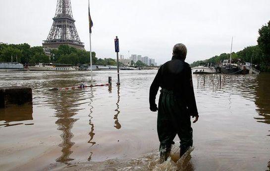 Ливень в Париже