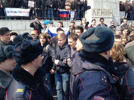 Большинство россиян высказалось против участия молодежи в митингах