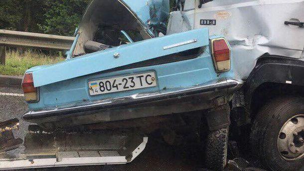 Страшная смертельная авария под Львовом: грузовик смял легковушку с людьми