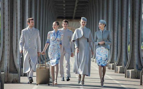 Китайські стюардеси здивували новою модною формою