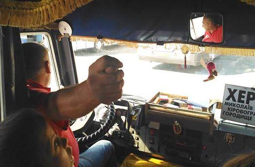 В Херсоні звільнено водія автобуса, який ображав учасників АТО