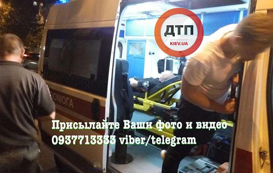 Авто сбило полицейского в центре Киева