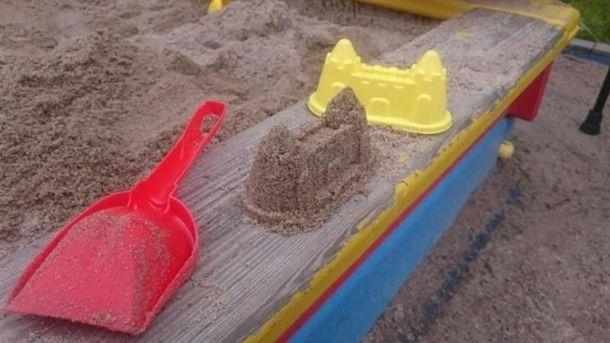 Террористы радуются тому, что досыпали песок в песочницу в Дебальцево