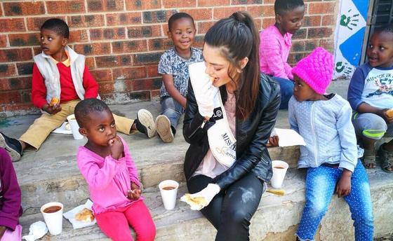Міс Південна Африка з дітьми