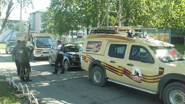 В России организовали автомобильное крестное шествие на Донбасс с иконой Путина и колокольней