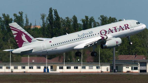 Літак Airbus A320, який обслуговує рейси  Qatar Airways