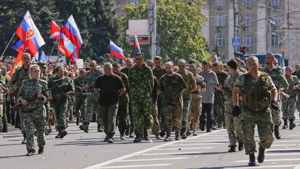 Террористы Донбасса ведут пленных