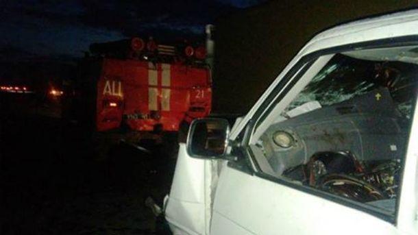 Мікроавтобус врізався у пожежну машину на Черкащині