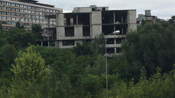 Як вибухом демонтували п'ятиповерховий будинок у Харкові
