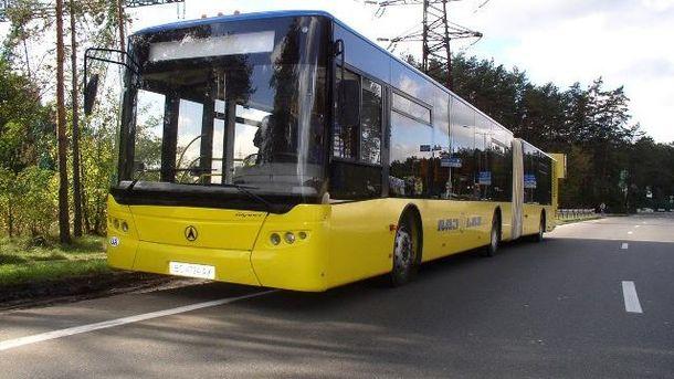 В Киеве во время движения развалился автобус
